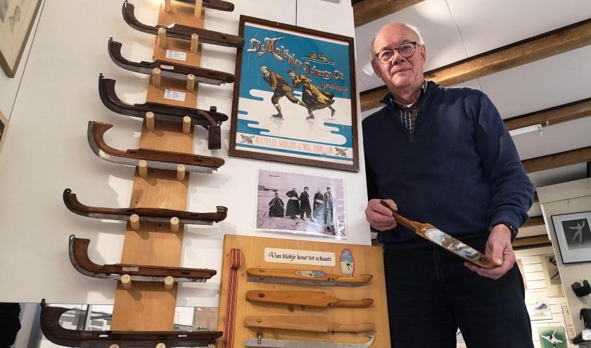 Willem Molenveld in zijn schaatsmuseum. (Foto: Timo Oving)
