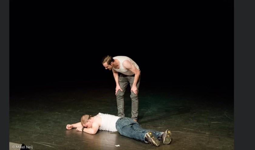 Arjan Evertz en Sammy van der Vaart vormen samen sinds 2017 het cabaretduo Okstelbroeders. In Zevenaar brengen ze hun theatervoorstelling Angstzweet. (foto: PR)
