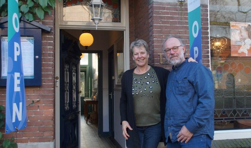 Marjan Duurkoop en Henk Burggraaff staan klaar om de mannen te verwelkomen op vrijdagochtend 24 januari.