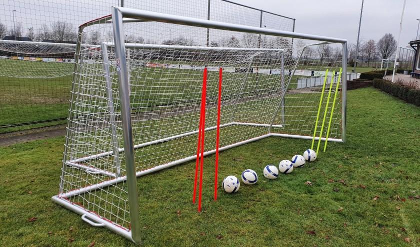 Nieuwe doeltjes, ballen en slalomstokken voor de RKPSC jeugd