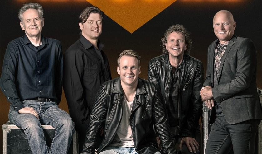 De Nederpop All Stars bestaat uit door de wol geverfde topmuzikanten.
