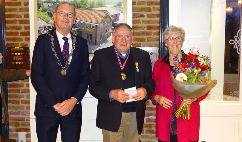Tijdens het 40-jarig jubileum van biljartvereniging De Dijketelg is Gerard Gerritsen benoemd tot Lid in de Orde van Oranje-Nassau.  (Foto: Margreet Nagtegaal)
