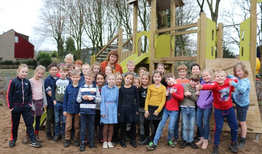 Juf Margreet Swart samen met haar allerlaatste groep van de Piekschool.