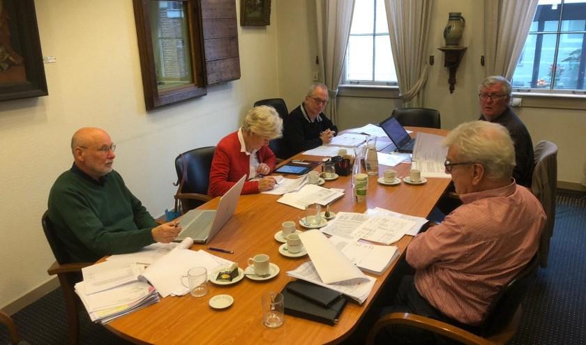 De adviescommissie bestaande uit: Piet van Willigen, Christien van den Berg, Kees de Langen, Henk van der Wal en Loek van der Kolk.