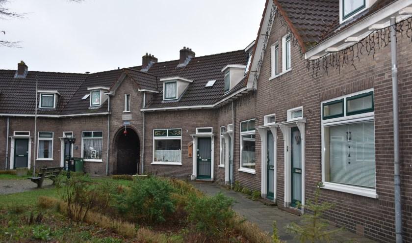 Het stukje Julianastraat tussen de Van Eckstraat en de Bernhardstraat is het laatste restje van het Rode Dorp. (foto: Jan Elsenaar)