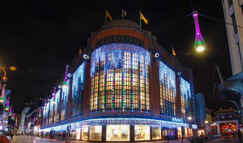 De mooie verlichting en de prachtige versierde etalages in december zijn een begrip bij de Hagenaars.