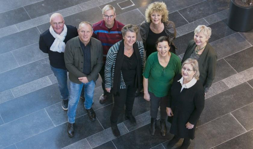 De kerngroep tegen Eenzaamheid met vooraan links in het gestreepte vest Jacqueline Vermeulen