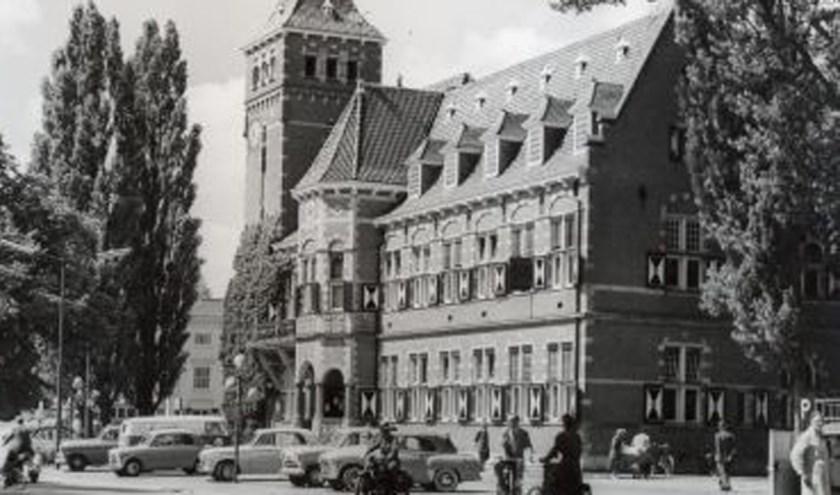 Het gemeentehuis van Zeist in vroeger tijden. (Foto: ZHG)