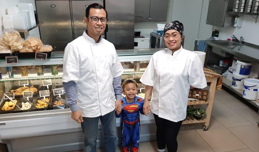 Wie ook blij is is Enrique, het 4-jarige zoontje van het echtpaar.