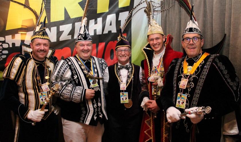 Op het jaarlijkse kwartettenbal komen de carnavalsverenigingen samen in De Pikpot Kwadendamme bij prins Geert (rechts). Vorige jaar was prins Ruben van de Klorianen te gast. FOTO: Leon Janssens