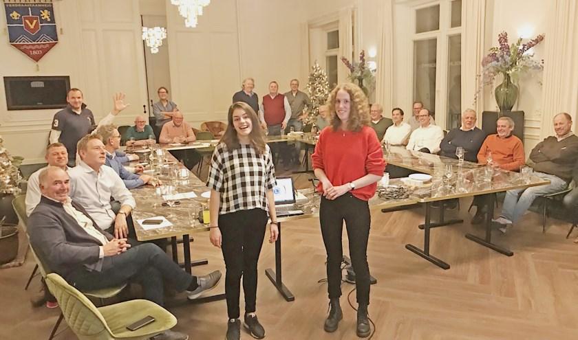 Dominique Aberkrom en Julia Zadelhof komen verslag doen bij de Lions over hun ervaringen