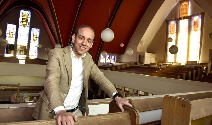 Khalid Boutachekourt in de Turfmarktkerk toen er nog grote plannen voor herbestemming waren. Foto: Marianka Peters