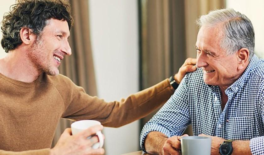 Samen koffie drinken en even gezellig praten.