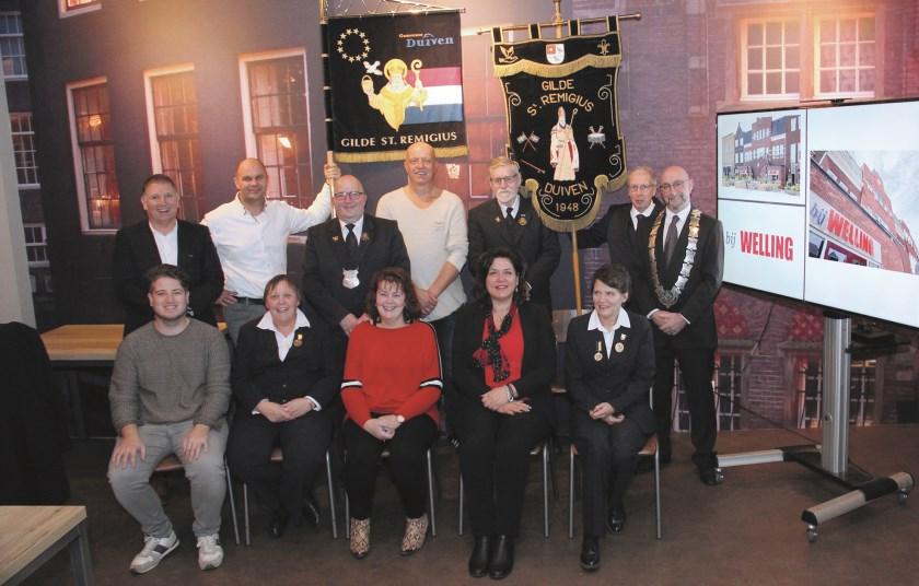 Alex Mulder (links staand) en Menko Mulder (links zittend) samen met andere leden van St. Remigius.
