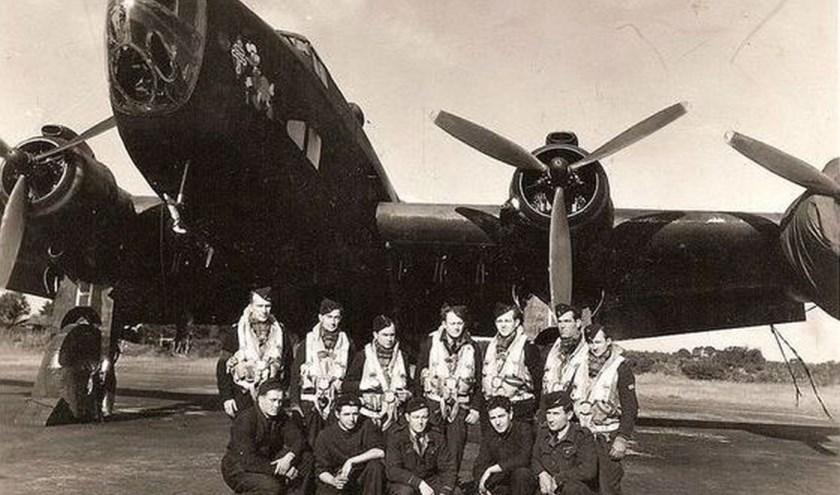 De bemanning van de NA197 in 1945. Foto: Picasa.