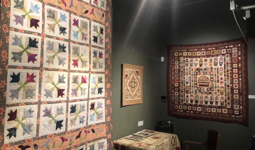 """Rijssen - De quiltexpostie """"Mooi Lapwerk""""in het Rijssens Museum is nog tot eind januari te zien. De expositie trok veel belangstelling."""