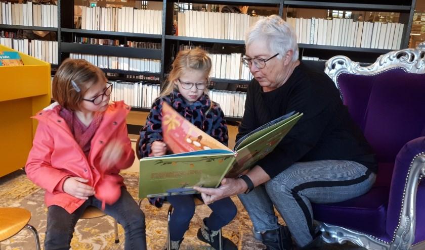 Tijdens de eerste editie van het Prentenboekenfestival wordt onder andere voorgelezen uit het boek Moppereend. (foto: PR)