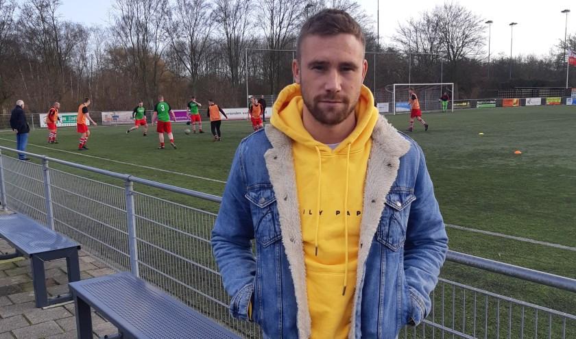 Donny voor het veld bij zijn nieuwe club (foto: Dave Grondel).