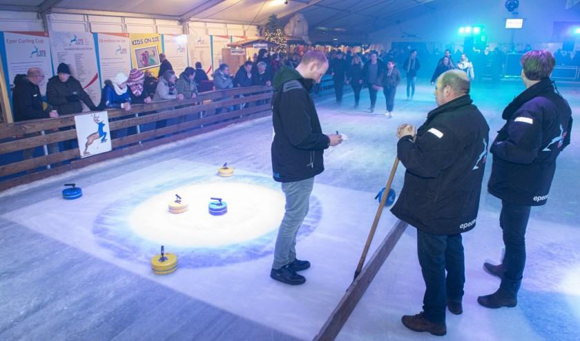 Afgelopen zaterdagavond vond de, zeer gezellige, finale van de Eper Curling Cup plaats. Foto: Dennis Dekker, www.mediamagneet.nl