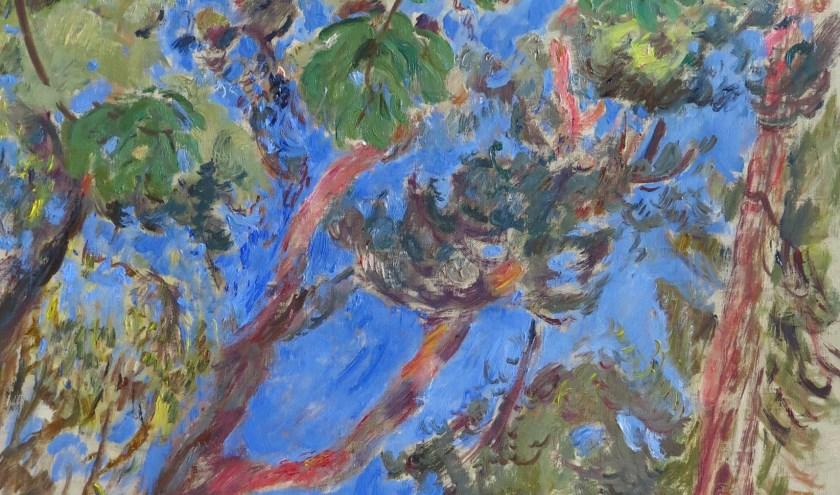 'Kastanjeblad en dennen tegen blauwe lucht, detail'. (olieverf op linnen, Marjolein Menke)