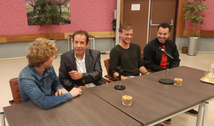Presentator Frans Limbertie ontvangt in de talkshow weer verschillende gasten.