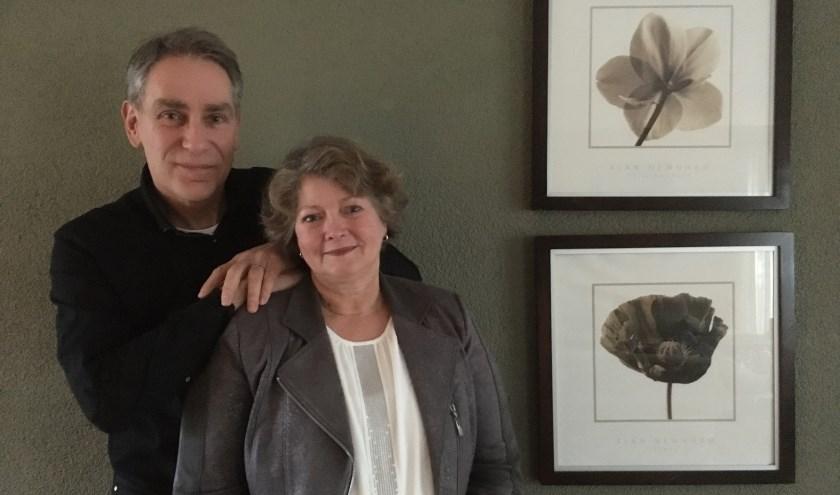 Monique en Bertil Vollenberg vinden het niet erg dat werk en privé met elkaar verbonden zijn. (foto: Karin van der Velden)