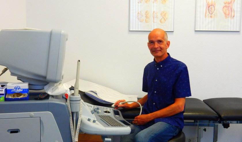 Gerd Johanns is gestopt als verloskundige, maar is nog steeds werkzaam bij het echocentrum. (Foto: Van Gaalen Media.)