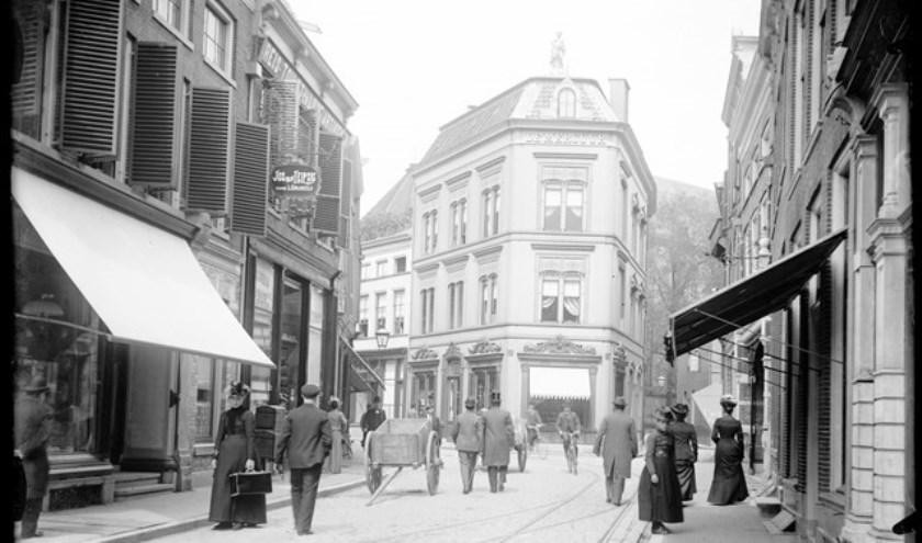 De Luttekestraat, één van de straten in de Zwolse binnenstad met fraaie winkelpuien.