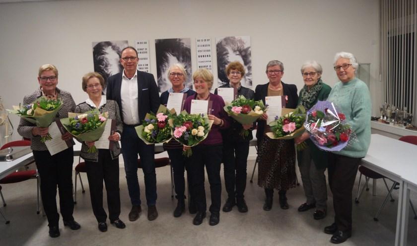 Joke Cootjans,  Koos Kwinten, Theo Geldens, Nel Loos,  Annie Wagemakers, Lucie van Dingenen,  Annie van Aalst, Silvia Hol, Dini Bevelander.
