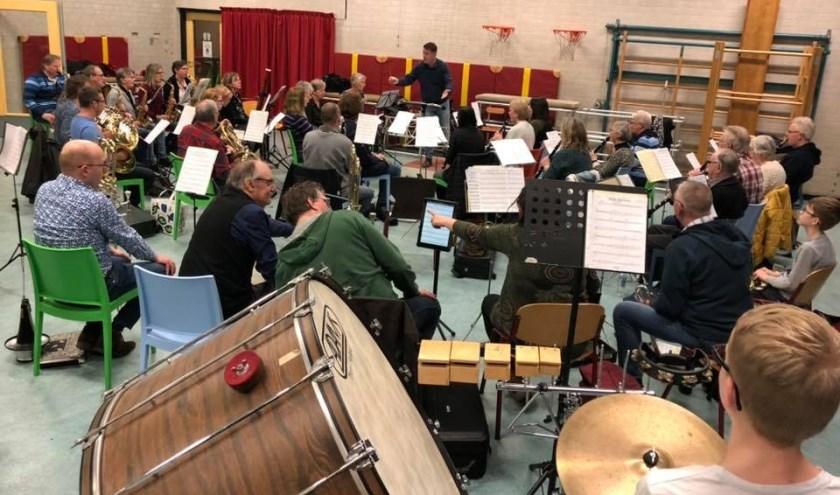 Laatste repetitie voor het nieuwjaarsconcert dat zaterdag in Dorpskerk Kethel wordt gegeven.