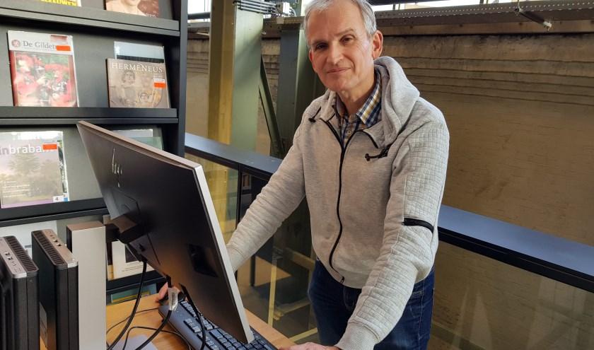 Stan de Laat, één van de drie makers van de Jaspers King Williams Test, aan de slag in de bieb in de LocHal.