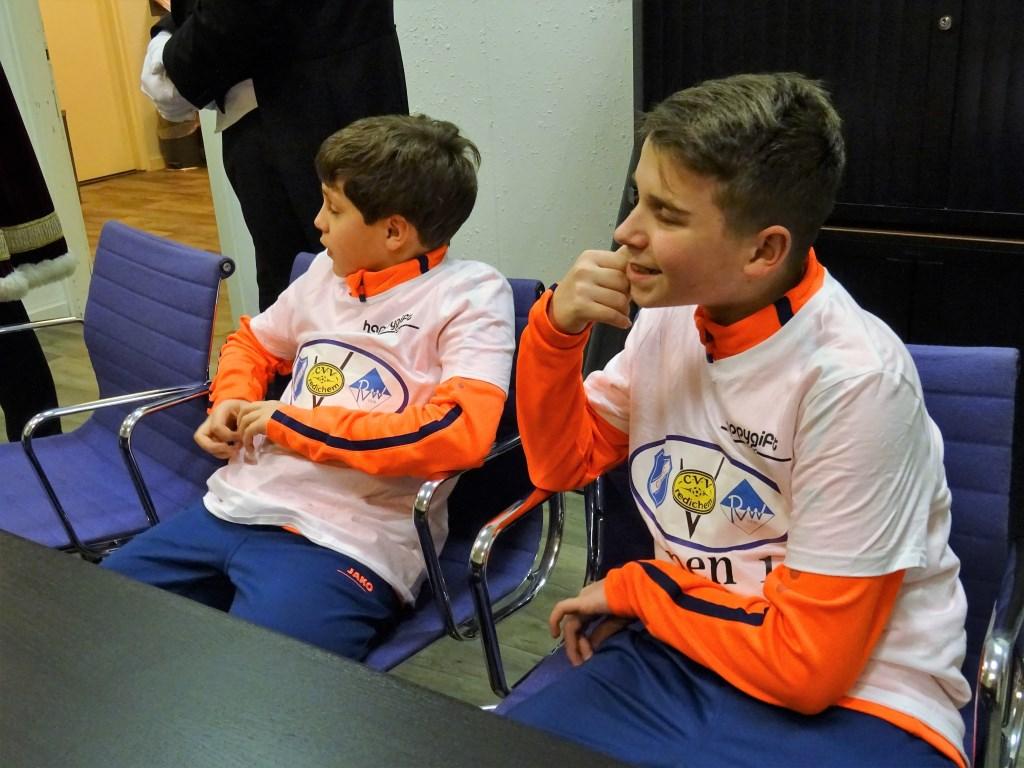 Tygo Tiehuis en Merijn van Driel dragen de 'fusie-shirts' al. Foto: Dick Martens © DPG Media