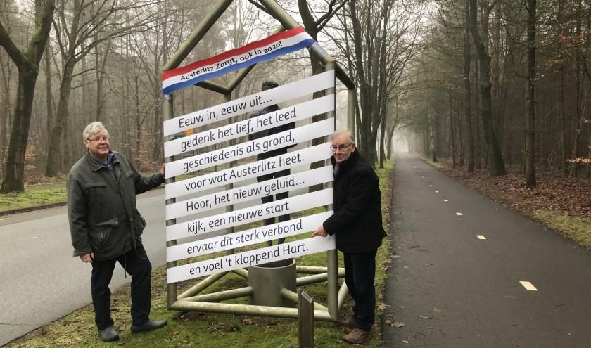 Jan Snijders (links) en Wim Oerlemans trotseren de vroege ochtendmist.