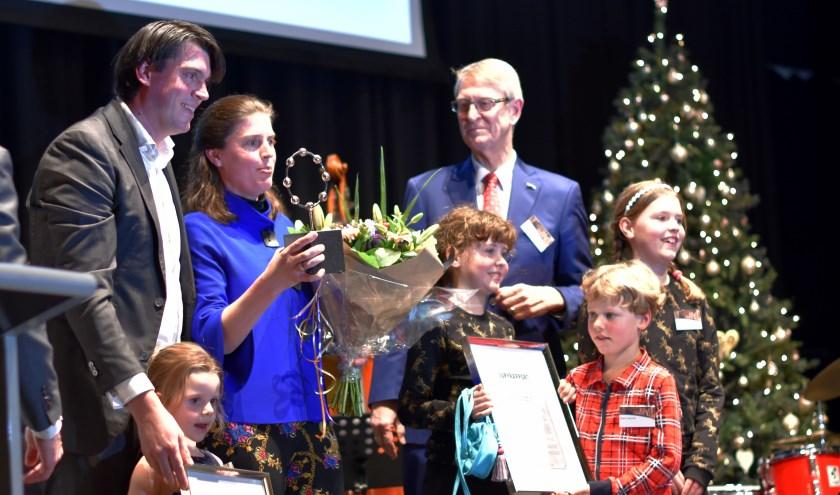 Job en Iris van der Sterre met hun kinderen en juryvoorzitter Dick van Hemmen.