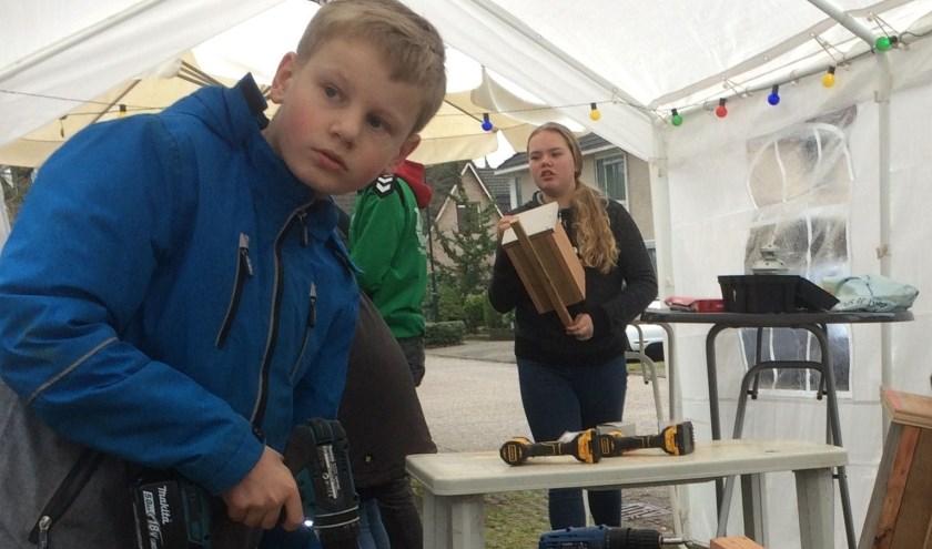 Kinderen uit het Holthuis maken nestkastjes