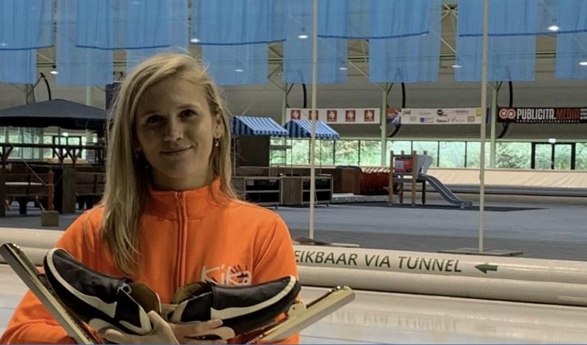 Julia bij IJsbaan Twente