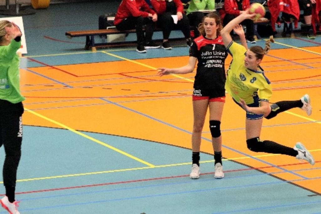 Bernice Hesselink scoort (Foto: Rene Weghs)  © DPG Media