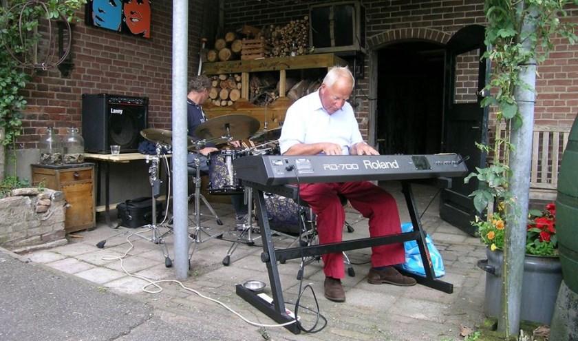 Frans van Eijk speelt heerlijke jazz zoals we van hem gewend zijn.