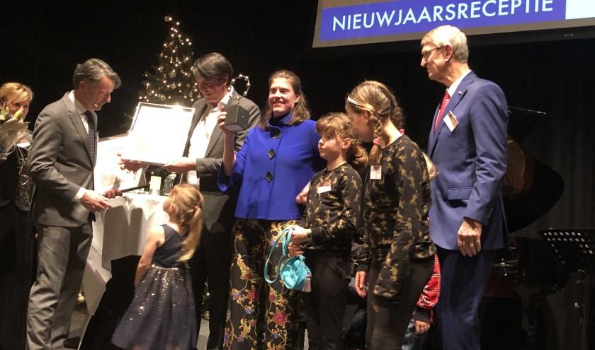 De winnaars van de Linnaeus-onderscheiding met gezin.
