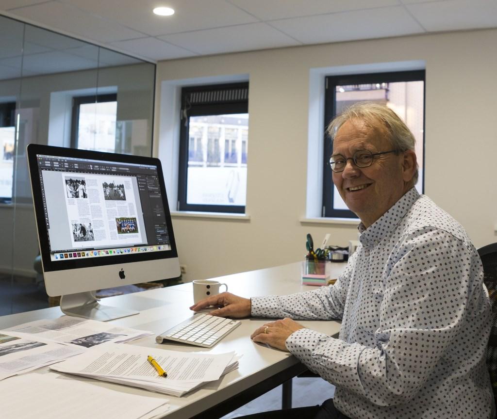 Auteur Jan-Pieter van Vree bezig met de vormgeving.  © DPG Media