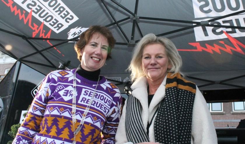 Burgemeester Margot Mulder met Ina Hut, directeur Comensha, hét landelijke Coördinatiecentrum tegen Mensenhandel, bij de start van Serious Request Goes Groningen in de 3FM stand. FOTO: Leon Janssens
