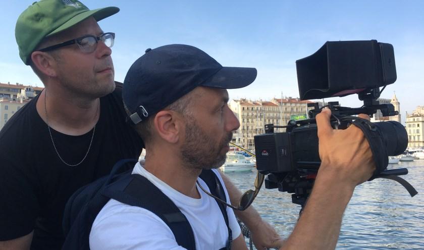 Gyz La Rivière en cameraman David Spaans in Marseille. (Foto: Carlijn Petermeijer)