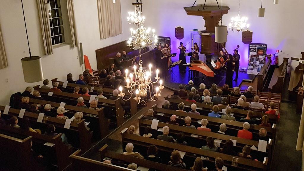 Rosina Fabius en Cugnon consort bij Muziek op de Dijk in Deil Foto: Casper Baghuis © DPG Media
