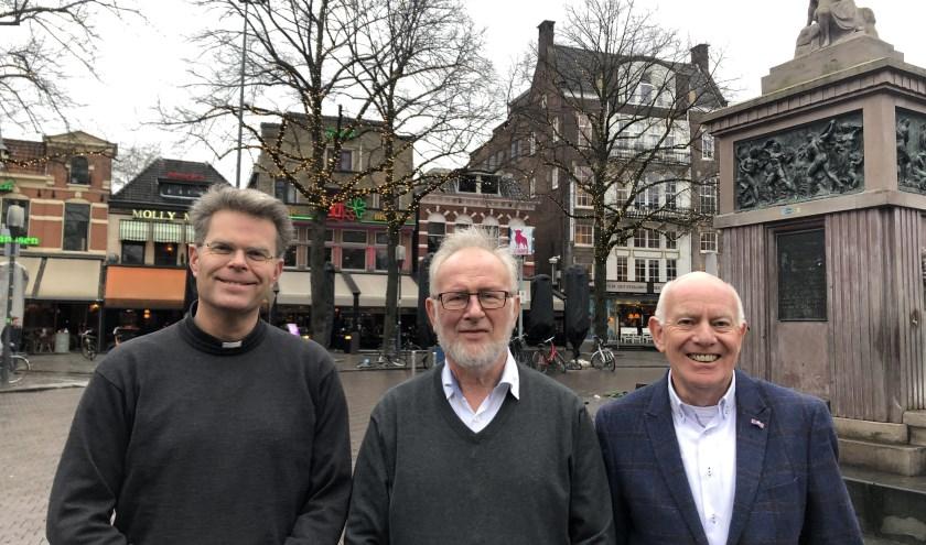 Paul Daggenvoorde, Jan Schaart en Joop Hassink op de Oude Markt. (Foto: Hans Assink)