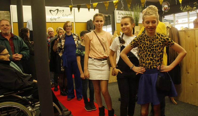 De modeshow met maar liefst twaalf modellen trok veel belangstelling