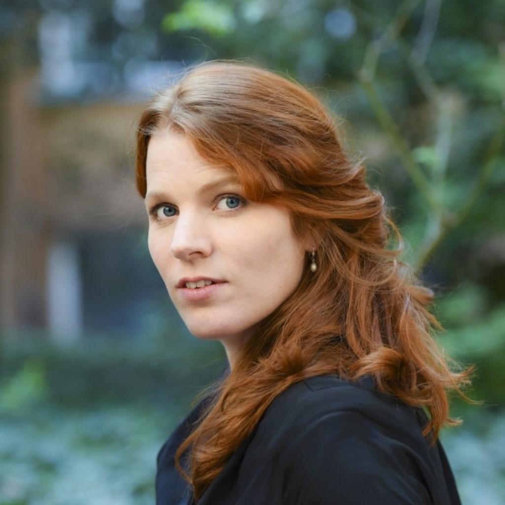 Laat u verrassen door de prachtig zuivere stem van Renee van Bavel.  © DPG Media