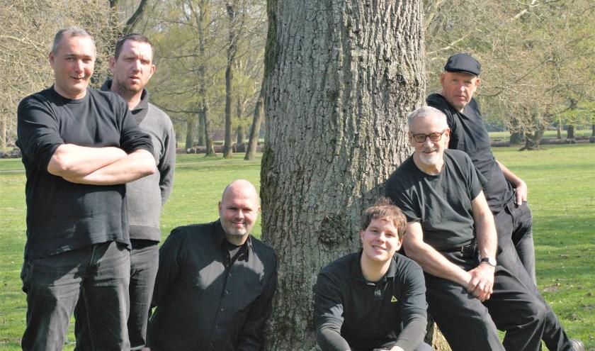 Theatergroep Hoofdzaak brengt het confronterende én humoristische 'Ons maakt ons zo mooi'. Links Erwin de Leeuw, rechts Sjak Janssen.