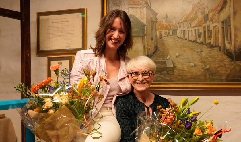 De nieuwe conservator Francine Oonk en de vertrekkende Anneke Nitrauw. De laatste blijft wel aan het museum verbonden als Office manager.