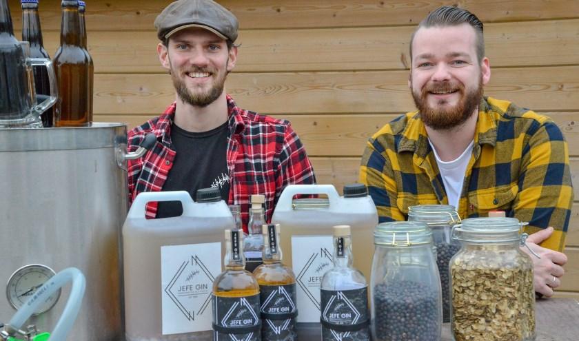 Alex Burgers brouwt bier en Justin Verburgt stookt gin. Zij zoeken een ruimte waar zij verder kunnen groeien. (Foto: Paul van den Dungen)
