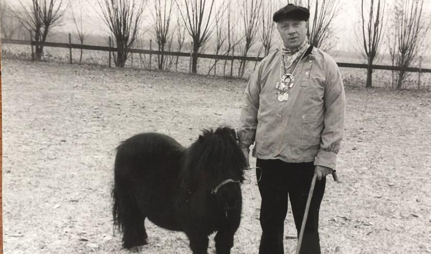 Bert van Rijzewijk - alias Bertje van 't perdje - is vorige week vrij plotseling overleden. Hij werd bijna 87 jaar.